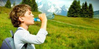 Türkiye'de çocuklar önerilenden %45 daha az sıvı tüketiyor. Çocukların yetişkinlere göre neden daha fazla su içmesi gerekiyor?