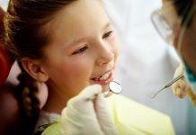 Çocuklarda ilk diş kontrolü ne zaman yapılmalı? Diş hekimi korkusu olan çocuklara nasıl yaklaşılmalı? Dişler ne zaman fırçalamaya başlanmalı?