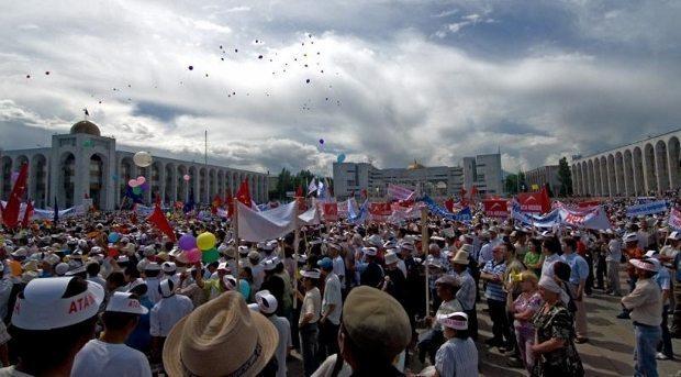 lale devrimi kırgızistan ihtilali işsizlik yolsuzluk