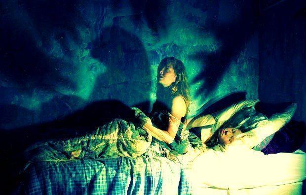 Parasomnia nedir? Kabus, karabasan, uyurgezerlik, diş gıcırdatma, uyku felci, alt ıslatma, huzursuz bacak sendromu, inleme...