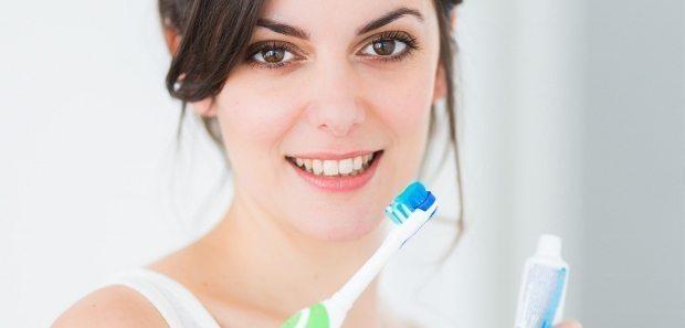 sigara içenler dişlerini nasıl fırçalamalı?