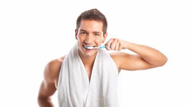 Sigara içenler dişlerini nasıl fırçalamalı? Sigara içiyorsanız ağız ve diş eti hastalıklarından korunmak için bu uyarılara kulak vermenizde fayda var!..