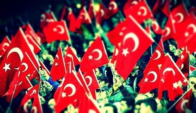 Yeni Türkiye'de yeni kutlamalar başlatılırken milli bayramlar eski değerini kaybediyor. Önceden kutlanmayan dini günler ortaya çıkıyor.