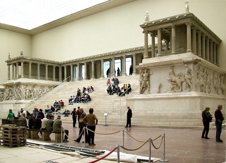 Bergama Müzesi Zeus Sunağı - Berlin