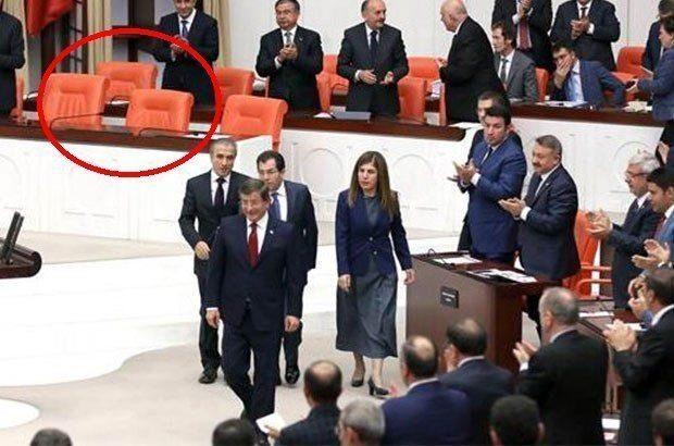 Ahmet Davutoğlu, Başbakan koltuğuna oturmadı