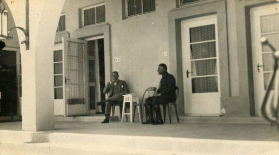 Atatürk, Marmara Köşkü'nde terasında dinlenirken (1929)