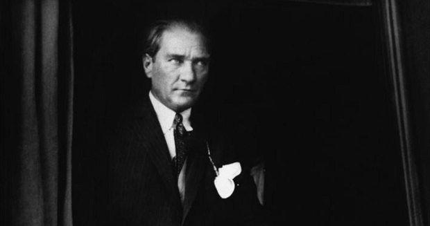Atatürk'ün sünneti tartışması: Belden yukarı siyaset özlemi