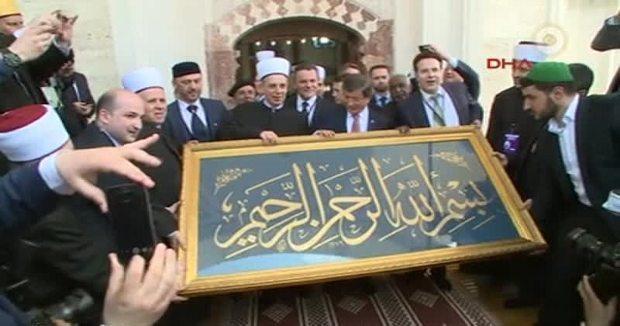Başbakan Davutoğlu, Bosna Hersek'te Ferhadiye Camii'nin açılışına katıldı.