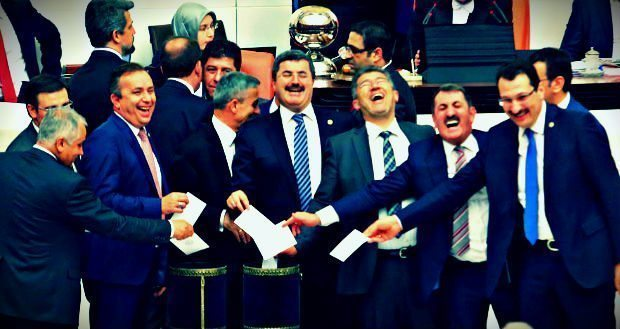 Bir kişinin seçtiği yeni Başbakan Binali Yıldırım; dokunulmazlıkların kaldırılmasıyla HDP'nin meclisten atılması... Demokrasi Treni nereye?