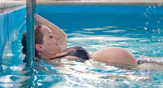 Gebelik döneminde havuz mu deniz mi tercih edilmeli? Hangisi daha hijyenik? Hamileler bu haberi okumadan havuza girmemeli!