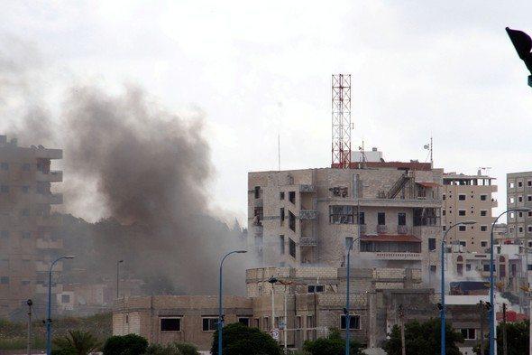 Suriye'de Lazkiye ve Tartus şehirlerinde gerçekleşen 7 farklı patlamada en az 100 kişi hayatını kaybetti. Saldırıları IŞİD üstlendi.