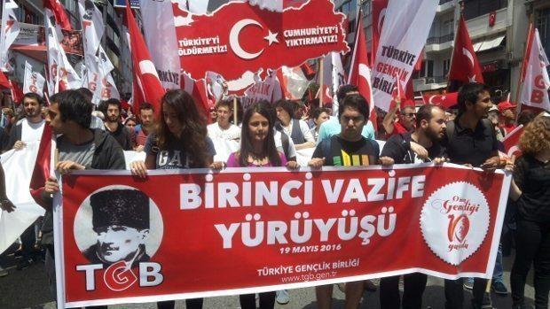 """Türkiye Gençlik Birliği (TGB) 19 Mayıs Atatürk'ü Anma Gençlik ve Spor Bayramı kapsamında """"Birinci Vazife Yürüyüşü"""" düzenledi."""