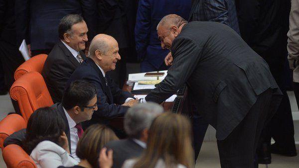 tuğrul türkeş ile devlet bahçeli dokunulmazlık görüşmeleri sırasında samimi poz verdi