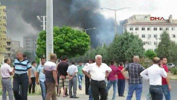 Mardin Midyat'ta Emniyet Müdürlüğü'ne bombalı araçla saldırı