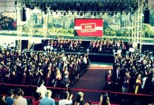 İstanbul Bilgi Üniversitesi mezuniyet töreninde öğrenciler Rektör Mehmet Durman'ı konuşması sırasında sırtlarını dönerek protesto etti.