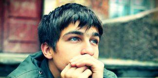 Ergenlik dönemi belirtileri neler? Ergenlik dönemi kız ve erkek çocukları nasıl etkiliyor? Erken ergenlik nedir? Sakıncaları neler?