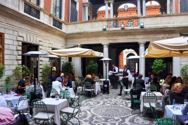 italya restoran hizmet kalitesi