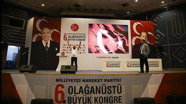 Atatürk, Türkeş ve Bahçeli posterlerinin olması dikkat çekti