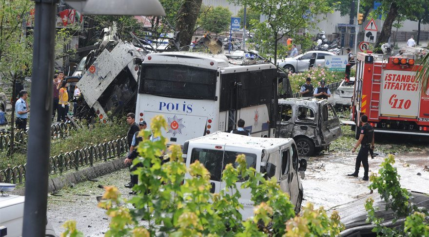 istanbul-da-patlama-vezneciler-de-polise-saldiri