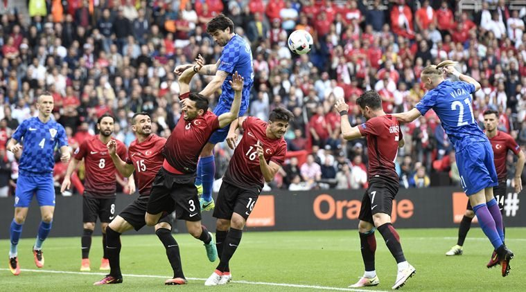 Croatia's Vedran Corluka, center, rises above the others to head the ball during the Euro 2016 Group D soccer match between Turkey and Croatia at the Parc des Princes stadium in Paris, France, Sunday, June 12, 2016. (AP Photo/Martin Meissner)