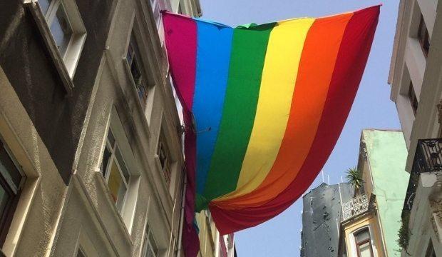trans onur yürüyüşü polis müdahalesi