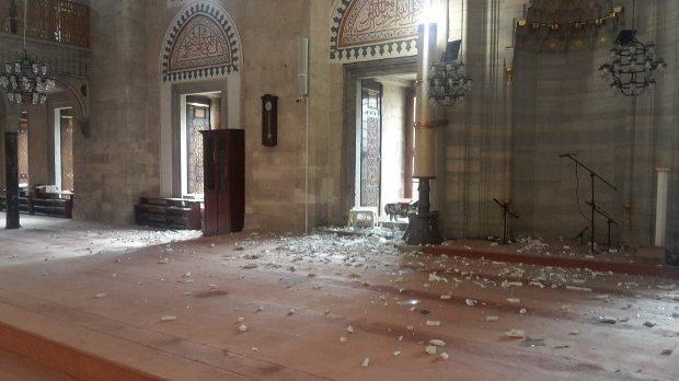 vezneciler beyazıt patlama mimar sinan şehzade camii hasar gördü