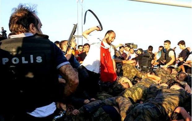 15 Temmuz darbe girişimiyle ilgili yeni detaylar ortaya çıkıyor. İstanbul ve Ankara'da darbede yer alan bazı erlere, üst rütbeliler tarafından 'nöbet var' ya da 'tatbikat var' denildiği belirtiliyor.