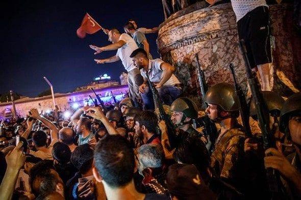 15 temmuz darbe girişimleri asker erler erbaş taksim meydanı cumhuriyet anıtı