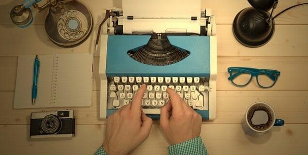 """Yazmak üzerine (2):""""Yazar olunmaz, yazar doğulur"""""""