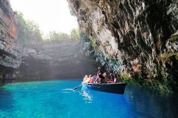 Melissani-Mağarası-Yunanistan-Kefalonya-Perilerin-Mağarası-2 (620x411)