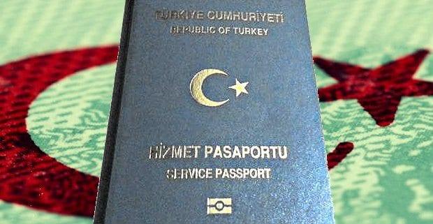 Yeşil ve gri pasaport (hususi ve hizmet pasaportu) ile yurtdışına çıkmak isteyenler bekletiliyor. TC kimliğiyle Kuzey Kıbrıs'a gidecekler...