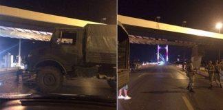 Köprüler trafiğe kapatıldı; asker sokakta
