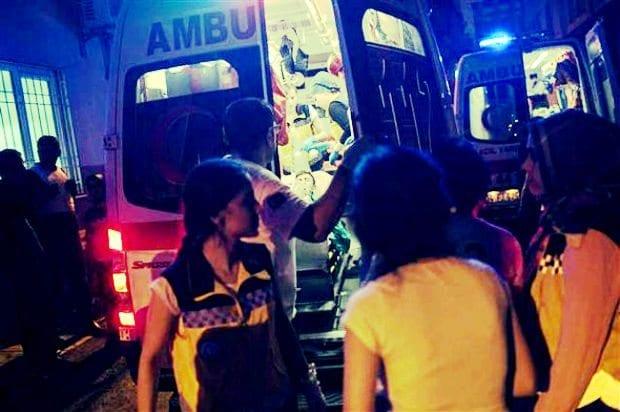 Gaziantep'in merkez Şahinbey ilçesinde sokakta yapılan kına gecesine terör saldırısı düzenlendi. 30 kişi hayatını kaybetti, 94 kişi yaralandı. Yaralılardan 17'sinin durumu ağır.