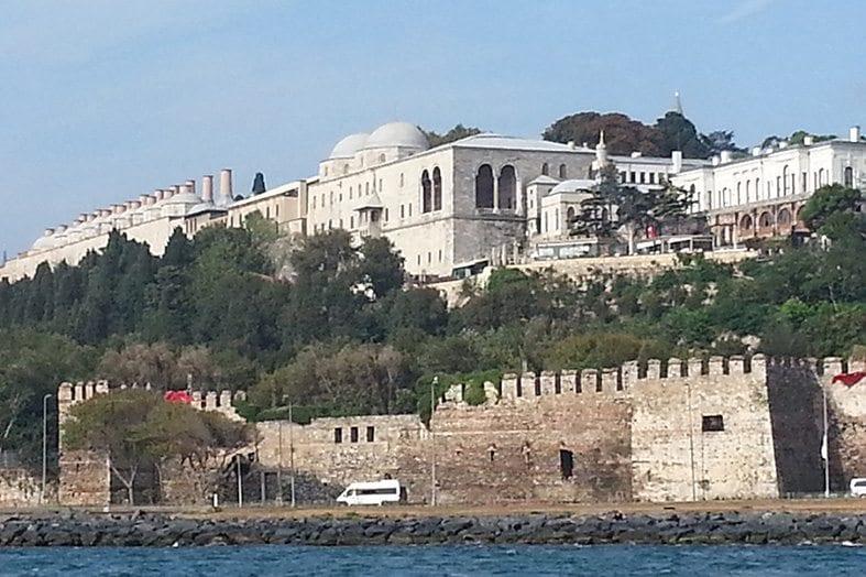 Sarayburnu'ndan Topkapı Sarayı'nın görünüşü (Fotoğraf için M. Atahan Sıralar'a teşekkür ederim.)