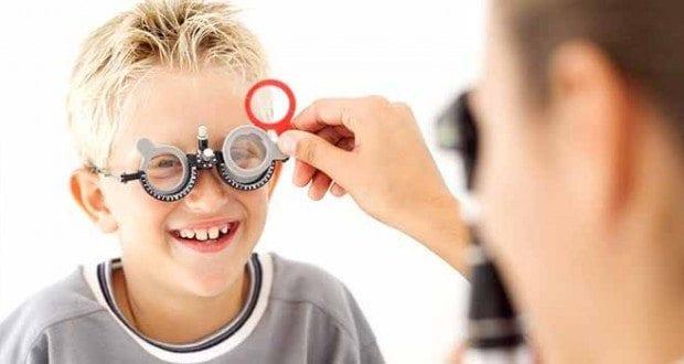 Göz sağlığı için erken dönemde önlem almak çok önemli. Çocuğunuz gözlerini kısarak bakıyorsa, göz tembelliği varsa...