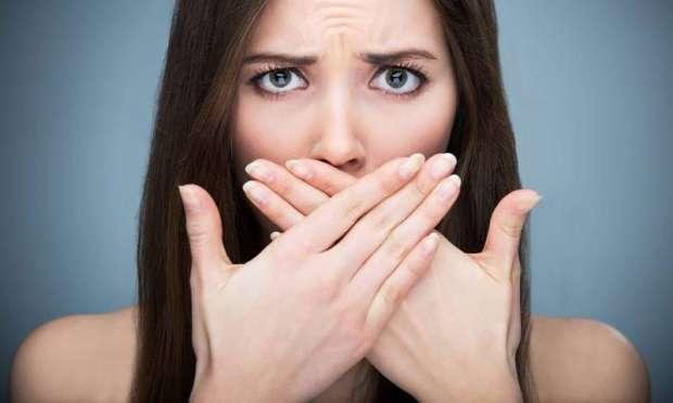 Ağız kokusu genellikle ağız içi ya da sindirim sistemi ile ilgili sorunlardan kaynaklanıyor. Peki ağız kokusundan nasıl kurtulabiliriz?