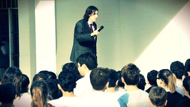 Andımız'ın okunmasına izin vermeyen okul müdürüne tepki