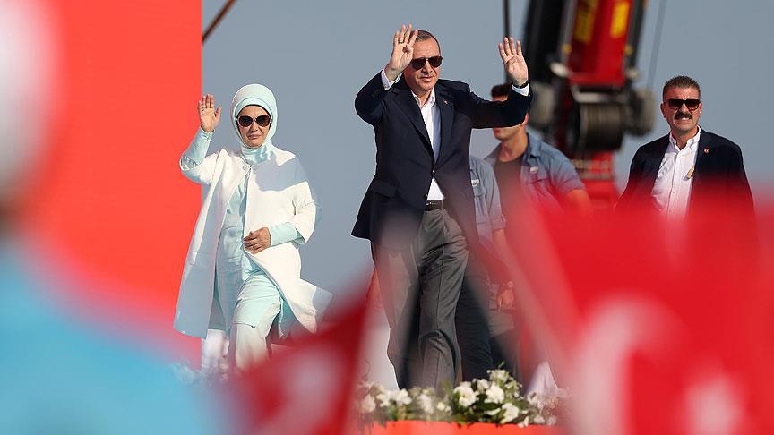 Milyonlarca kişi neden AKP'yi ve Cumhurbaşkanı Erdoğan'ı desteklemekten vazgeçmiyor? Erdoğan fanatiği olduğunu söyleyen Hüseyin Tümer...