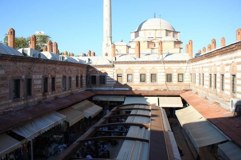 Kızlarağası Hanı: İzmir'in tarihe meydan okuyan çarşısı