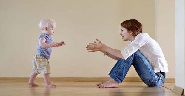 Yürüteç kullanımına dikkat! Bebeğin yürüme kabiliyetini köreltiyor