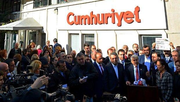 CHP İstanbul Milletvekilleri, Cumhuriyet gazetesi Şişli'deki merkez binasını ziyaret etti