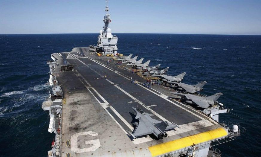 Fransız donanmasına ait olan Avrupa'nın en büyük uçak gemisi Kıbrıs'a konuşlandı musul