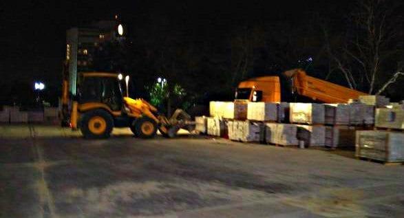 Gezi Parkı'na İBB ekipleri tarafından gece yarısı taş döşendi zabıta
