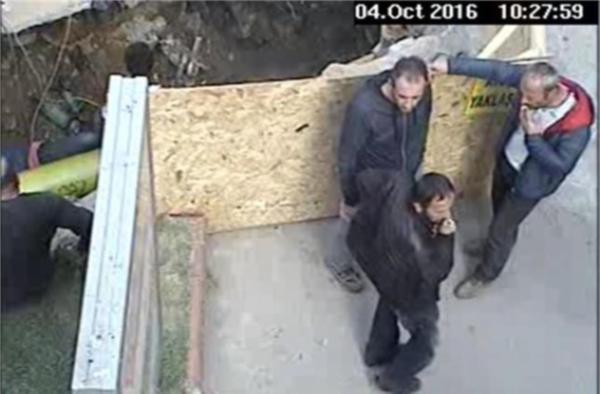Zonguldak'ta doğalgaz hattı çalışması sırasında sigara içen işçiler mobese kameralarıyla görüntülenince, firma hakkında suç duyurusunda bulunuldu.