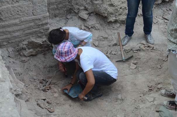 İstanbul Bathonea kazılarında 1400 yıllık şaşırtan ilaç şişeleri