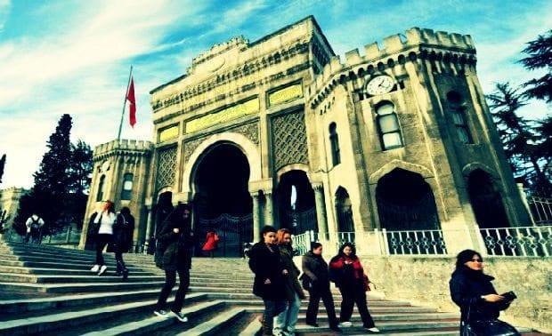 İstanbul Üniversitesi'nde 'O halde karma eğitime son' kampanyası