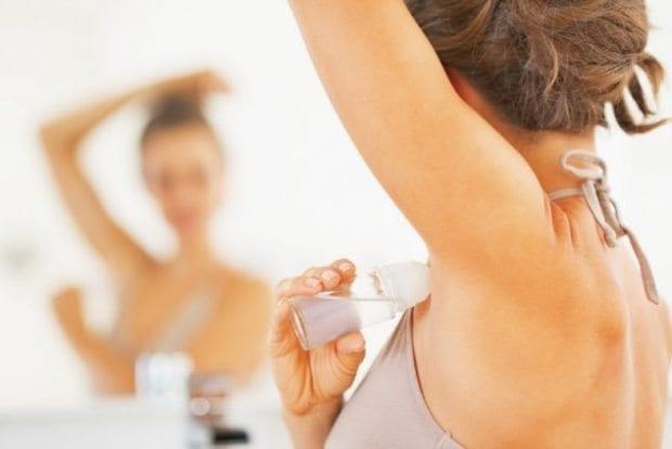 Araştırmalara göre kozmetik ürünlerde bulunan bazı kimyasallar kanser gelişimini tetikleyebilecek nitelikte. Kozmetik kullanımı ve meme kanseri ilişkisi nedir?