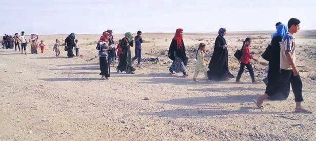 Musul'da toplu göç başladı: Bin kişilik sivil grup Suriye'ye geçti