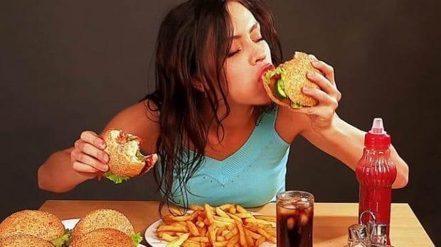 Stres, yemek rutinimizi bozuyor. Kilo alımı çoğunlukla stres kaynaklı olabiliyor. 6 yöntemle stres kaynaklı kilo alımıyla başa çıkabilirsiniz.