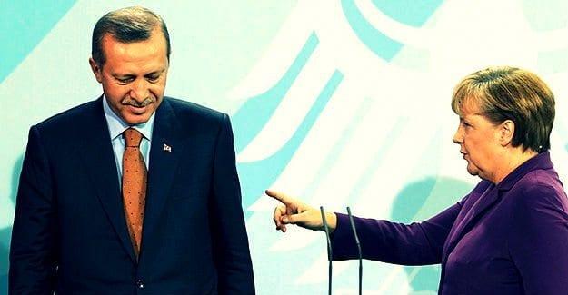 """Angela Merkel, Cumhuriyet gazetesine yapılan operasyonla ilgili açıklama yaparak""""durum alarm verici"""" dedi."""